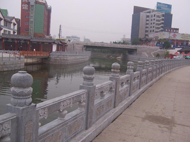 河岸石栏杆