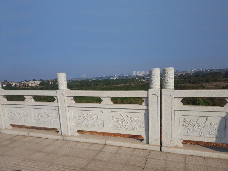 天然石栏杆做好日常维护才有利于长期使用